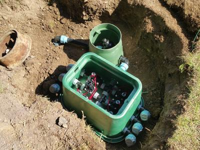 Montage der Wasserverteilung mit Magnetventilen